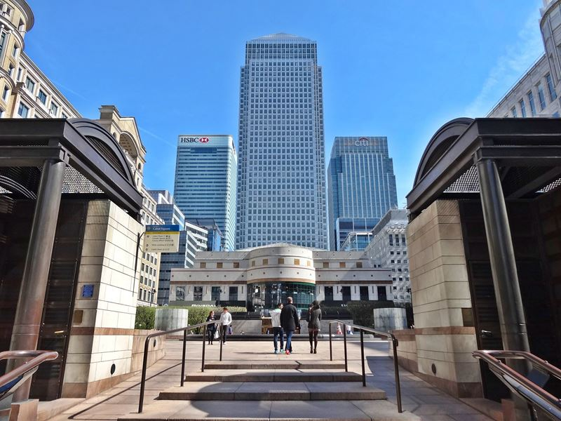 Canary Wharf London - Shopping with Thames View on