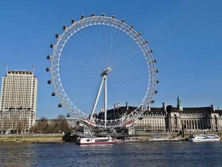 London Eye vom nördlichen Themse Ufer