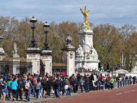 Crowds in front of Buckingham Palace & Victoria Monument