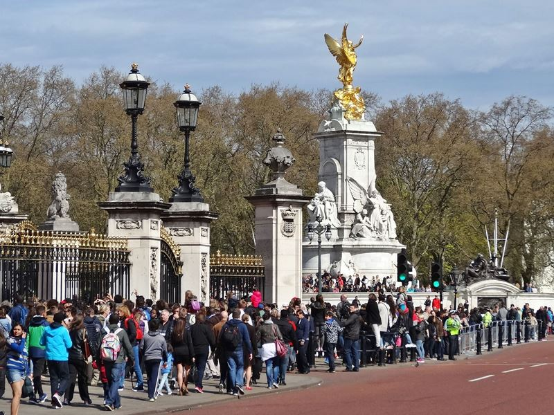 Changing of the Guard in London - Info & Tips