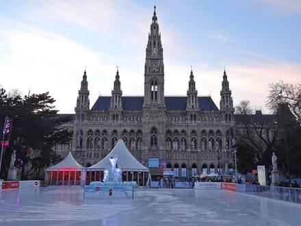 Eislaufplatz-Rathaus