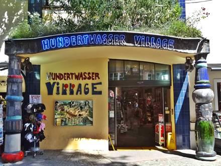 Hundertwasser Village Einkaufszentrum