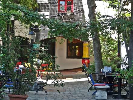 Bistro courtyard Kunst Haus Wien