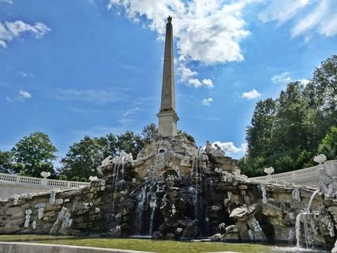Obelisk Fountain Schönbrunn