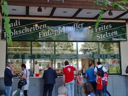 Gassenverkauf beim Schweizerhaus